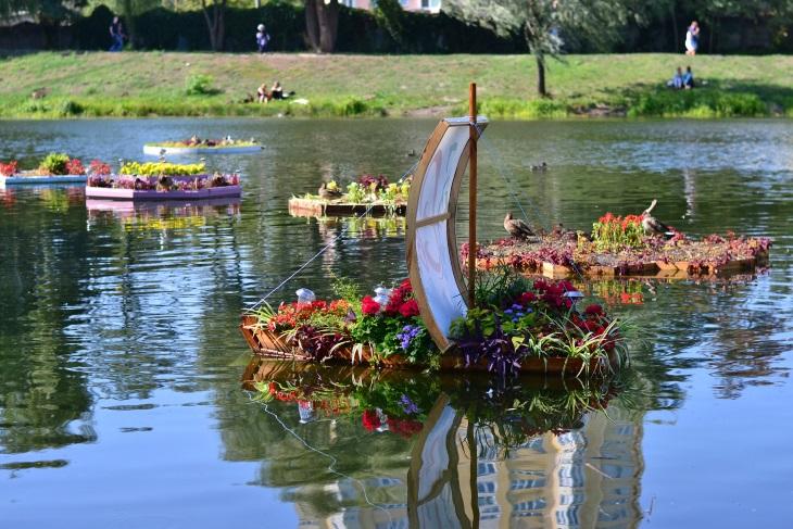 Плавающие клумбы: 30 потрясающих фотоидей для вашего сада
