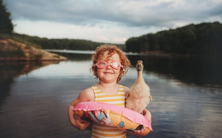 50 самых милых и тёплых снимков дружбы детей и зверушек