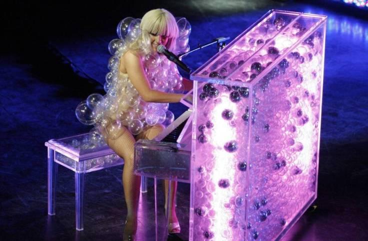 30 ярких и эпатажных нарядов Lady Gaga